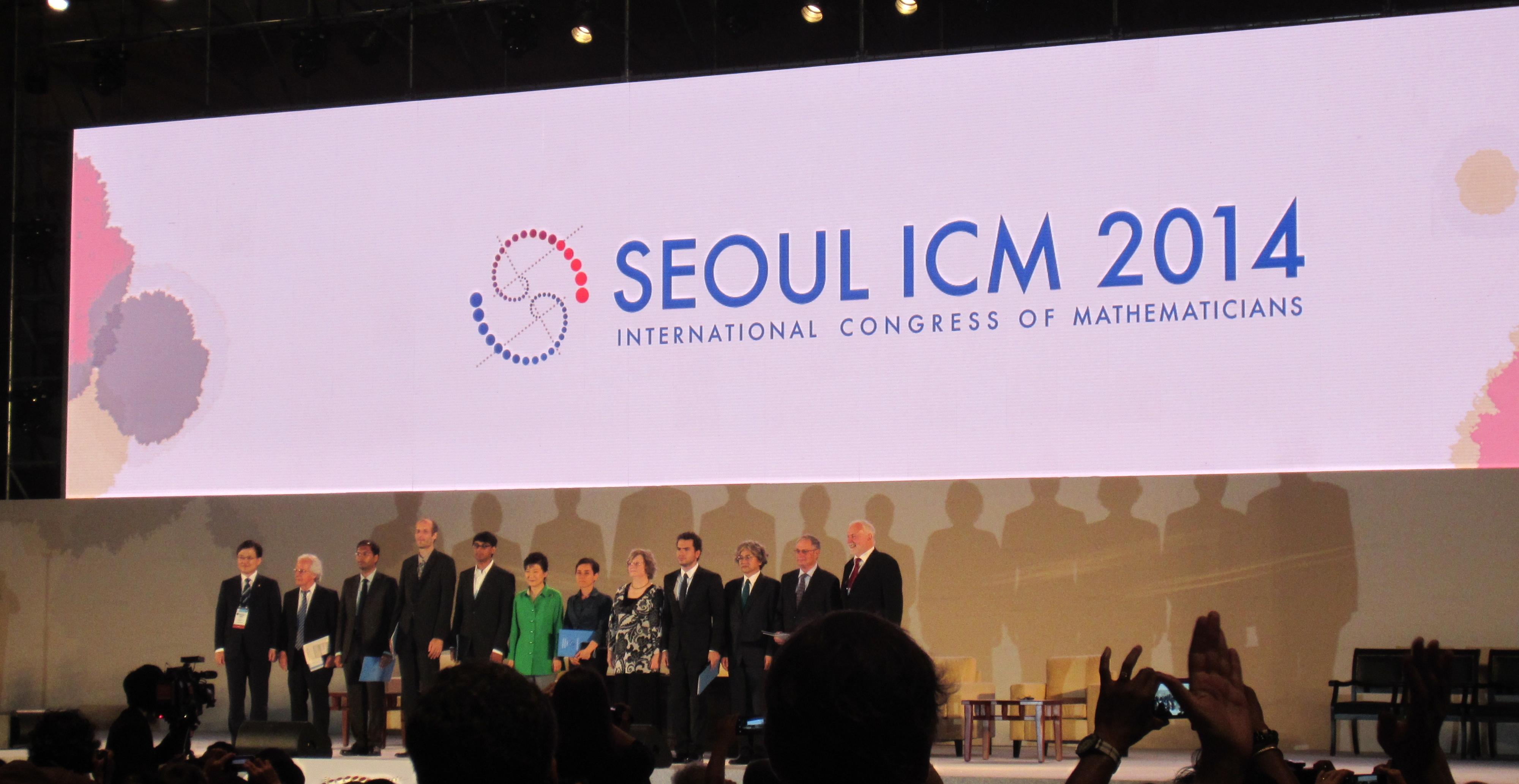 Лауреати філдсовської премії разом із Президентом Кореї на церемонії відкриття конгресу
