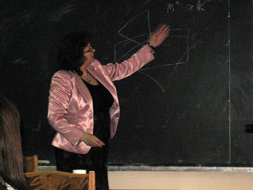 Поздравление с защитой кандидатской диссертации Кафедра  Кафедра геометрии искренне поздравляет старшего преподавателя Шугайло Елену Алексеевну с защитой кандидатской диссертации на тему Строение подмногообразий